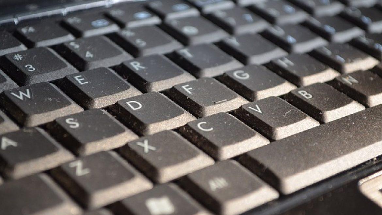 איך לנקות את המחשב שלכם מאבק בצורה נכונה?