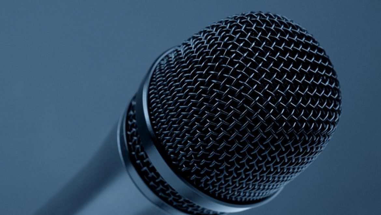 מיקרופון אלחוטי או מיקרופון חוטי – מה יותר טוב?
